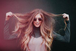femme cheveux coiffeur